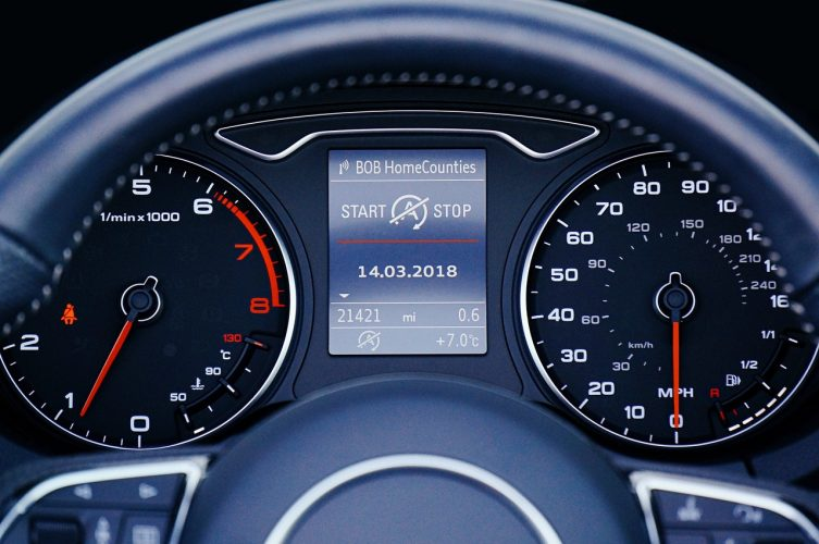 中古車選びでは走行距離が重要!状態の目安について解説